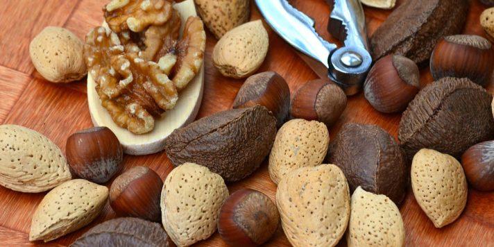 nuts-1703663_1920